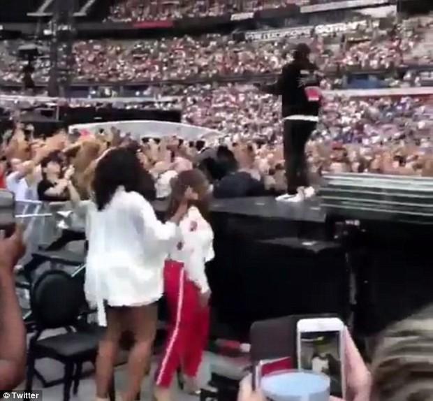 Bà Michelle Obama quẩy hết mình tại nhạc hội Paris của Jay-Z và Beyonce, tiện thể ăn mừng chiến thắng của đội tuyển Pháp - Ảnh 6.