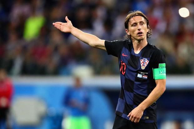 Luka Modric: Khiêu vũ giữa bầy sói trên lằn ranh chiến tranh sân cỏ và đời thực - Ảnh 2.