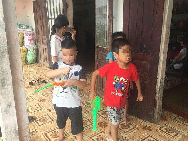 [Ảnh] Con trẻ liên tục rơi nước mắt, đòi xuống Hà Nội cùng mẹ vụ bệnh viện trao nhầm con - Ảnh 5.