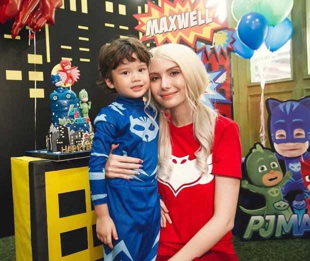 Tài tử Full House Thái Mike Angelo khoe con trai 4 tuổi vừa đẹp trai vừa Tây bên bạn gái cũ - Ảnh 1.