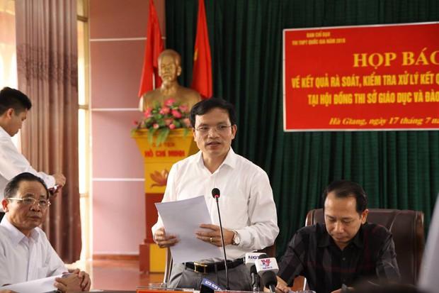 330 bài thi THPT quốc gia được nâng điểm bởi Phó trưởng phòng khảo thí và quản lý chất lượng, sở giáo dục tỉnh Hà Giang - Ảnh 2.