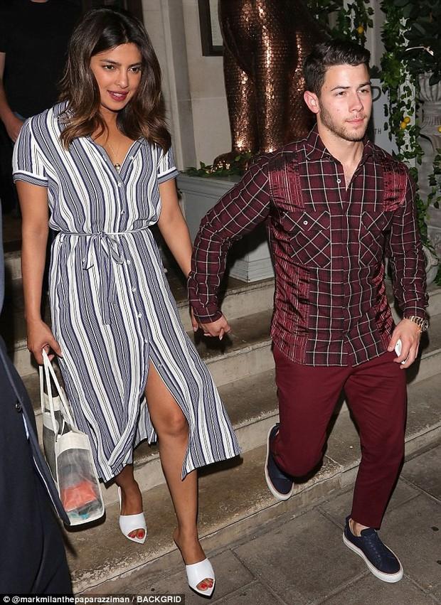 Chênh lệch lớn về tuổi tác lẫn chiều cao, Nick Jonas và Hoa hậu Thế giới vẫn hạnh phúc đáng ngưỡng mộ - Ảnh 1.