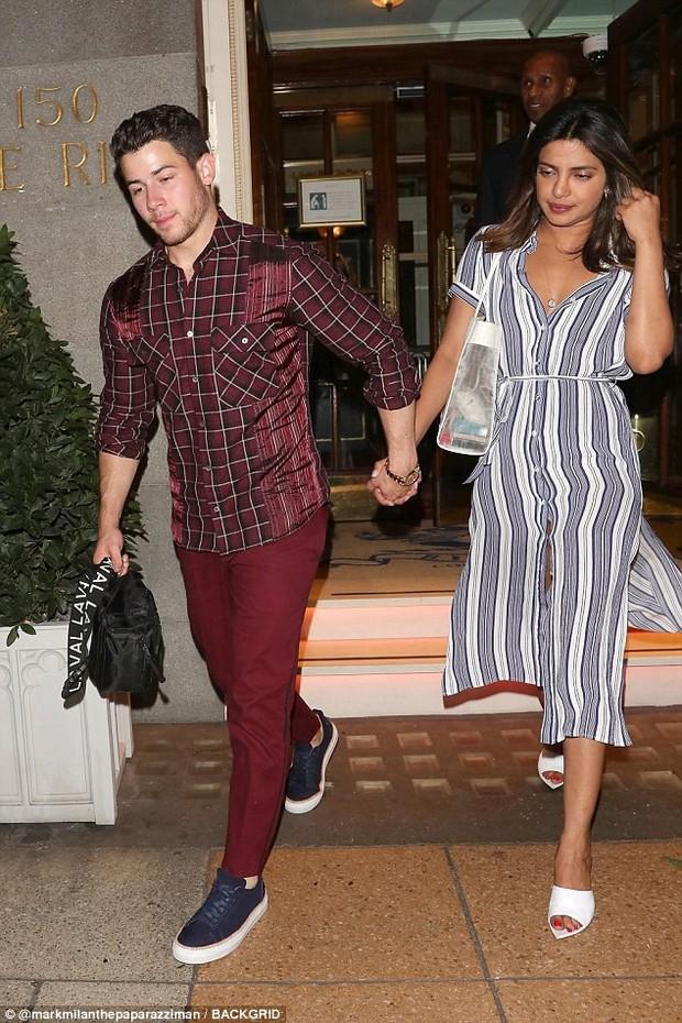 Chênh lệch lớn về tuổi tác lẫn chiều cao, Nick Jonas và Hoa hậu Thế giới vẫn hạnh phúc đáng ngưỡng mộ - Ảnh 4.