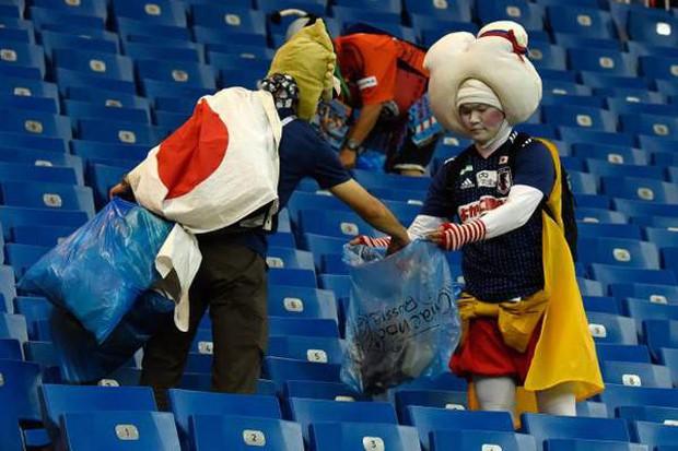 Những khoảnh khắc đáng nhớ nhất tại World Cup 2018 cả trong sân cỏ lẫn trên khán đài - Ảnh 6.