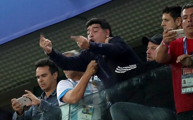 Những khoảnh khắc đáng nhớ nhất tại World Cup 2018 cả trong sân cỏ lẫn trên khán đài - Ảnh 5.
