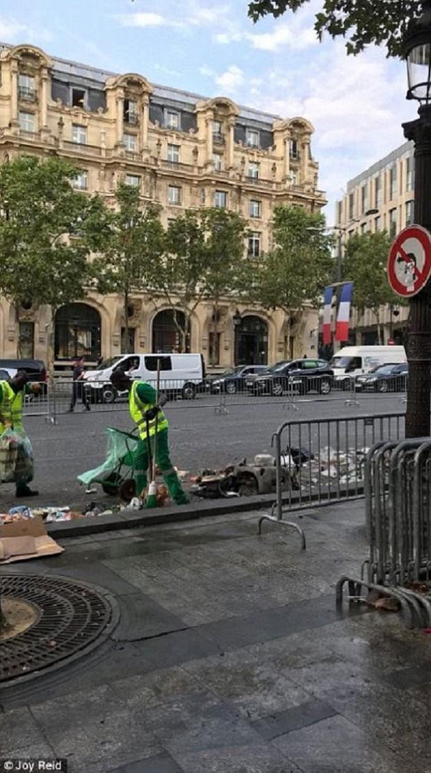 Chùm ảnh: Thành phố Paris ngổn ngang, tan hoang sau những đêm ăn mừng chiến thắng - Ảnh 3.