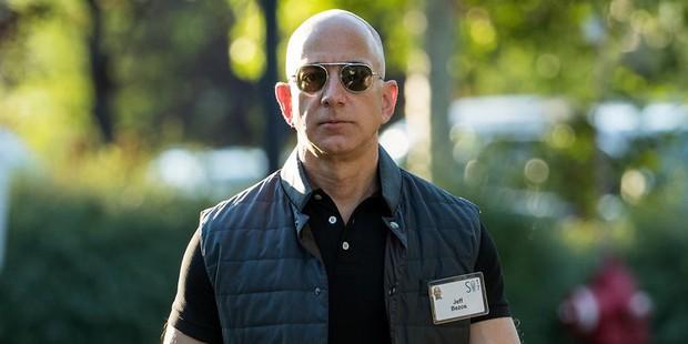 Jeff Bezos cho Bill Gates hít khói với tổng tài sản 150 tỷ USD, giàu nhất lịch sử thế giới đương đại - Ảnh 1.