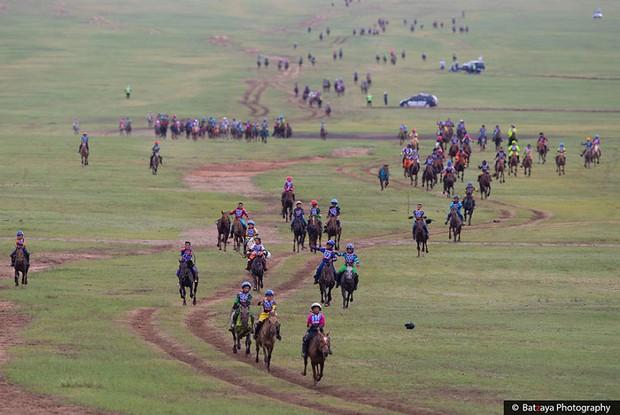 Chùm ảnh tuyệt đẹp về lễ hội Naadam đầy màu sắc của người dân Mông Cổ - Ảnh 2.