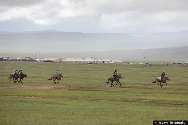 Chùm ảnh tuyệt đẹp về lễ hội Naadam đầy màu sắc của người dân Mông Cổ - Ảnh 7.