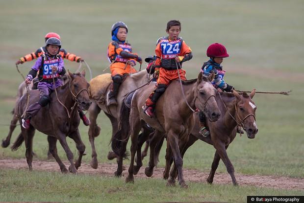Chùm ảnh tuyệt đẹp về lễ hội Naadam đầy màu sắc của người dân Mông Cổ - Ảnh 10.