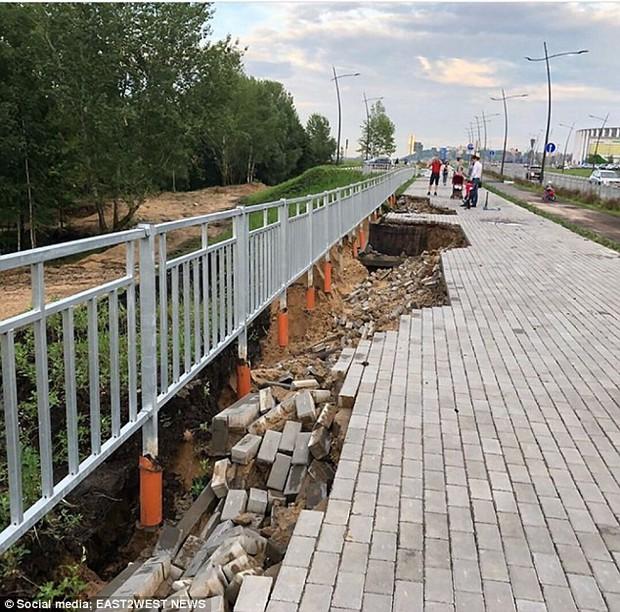 Sân vận động World Cup 2018 tại Nga bị tàn phá nghiêm trọng chỉ sau một cơn mưa - Ảnh 2.