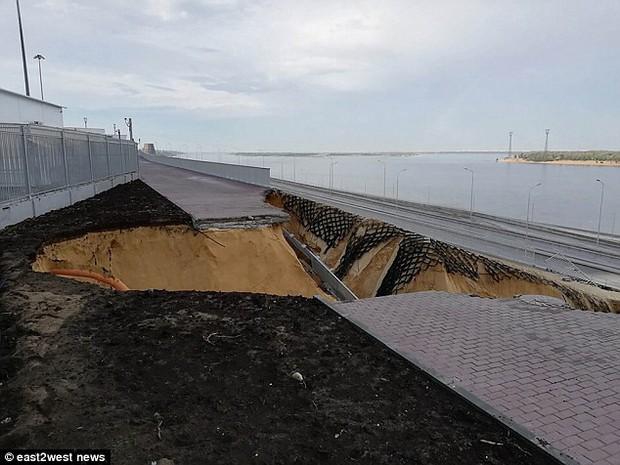 Sân vận động World Cup 2018 tại Nga bị tàn phá nghiêm trọng chỉ sau một cơn mưa - Ảnh 5.