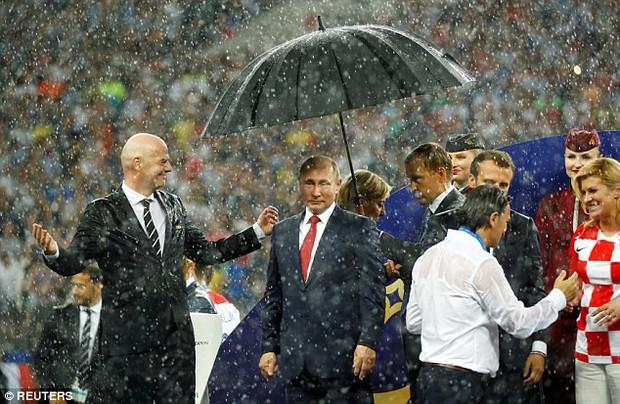 Sân vận động World Cup 2018 tại Nga bị tàn phá nghiêm trọng chỉ sau một cơn mưa - Ảnh 7.