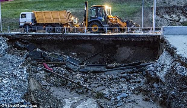 Sân vận động World Cup 2018 tại Nga bị tàn phá nghiêm trọng chỉ sau một cơn mưa - Ảnh 11.