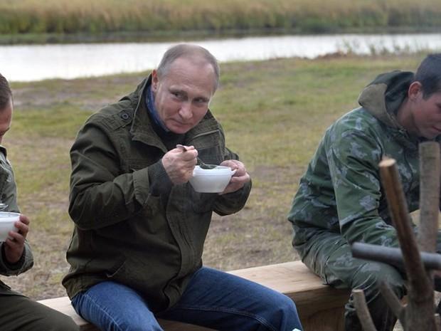 Ảnh: Bật mí về cuộc sống thường ngày của Tổng thống Nga Putin - Ảnh 3.