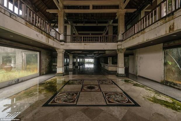 Khách sạn bỏ hoang bí ẩn trên đảo Bali: Hoàn hảo từ kiến trúc đến vị thế nhưng không bao giờ mở cửa - Ảnh 6.