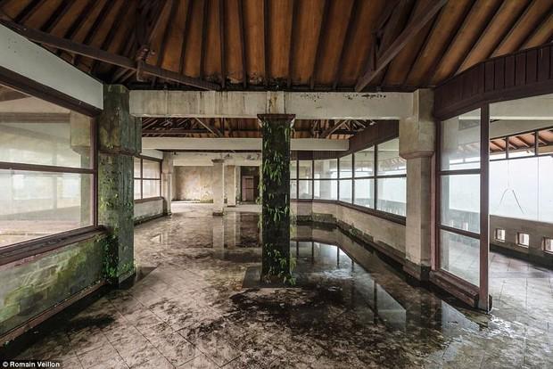 Khách sạn bỏ hoang bí ẩn trên đảo Bali: Hoàn hảo từ kiến trúc đến vị thế nhưng không bao giờ mở cửa - Ảnh 7.