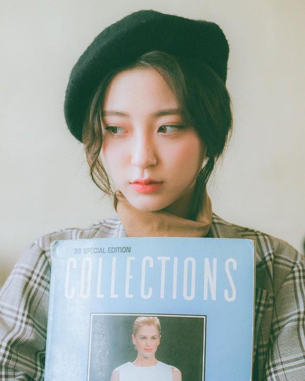 Sở hữu nhan sắc vừa mong manh vừa cá tính, cô nàng 22 tuổi trở thành nàng thơ giới lookbook Hàn - Ảnh 11.