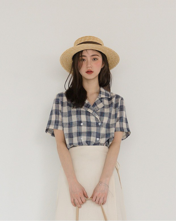 Sở hữu nhan sắc vừa mong manh vừa cá tính, cô nàng 22 tuổi trở thành nàng thơ giới lookbook Hàn - Ảnh 1.