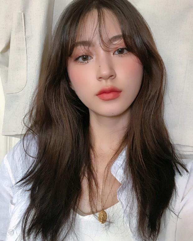 Sở hữu nhan sắc vừa mong manh vừa cá tính, cô nàng 22 tuổi trở thành nàng thơ giới lookbook Hàn - Ảnh 3.