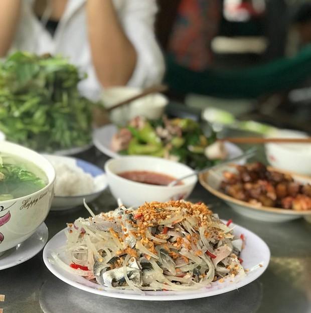 Món gỏi cá được truyền tai nhất định phải ăn khi đến Phú Quốc này thật sự có gì? - Ảnh 3.