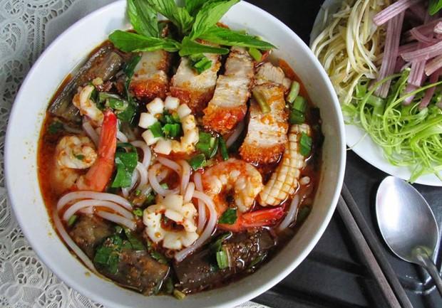 Tầm này Sài Gòn trời mưa lạnh, lại nhung nhớ mấy món ăn đậm đà từ mắm của người miền Tây - Ảnh 1.