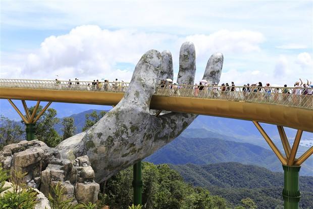 Cầu Vàng với hai bàn tay khổng lồ ở Đà Nẵng đang khiến dân tình sốt xình xịch vì đẹp đến choáng ngợp - Ảnh 4.