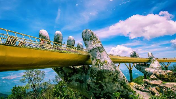 Cầu Vàng với hai bàn tay khổng lồ ở Đà Nẵng đang khiến dân tình sốt xình xịch vì đẹp đến choáng ngợp - Ảnh 3.