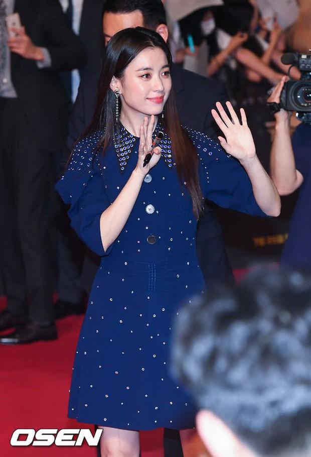 Thảm đỏ hội tụ toàn siêu sao: Thánh sống và Han Hyo Joo lần đầu lộ diện sau tin hẹn hò, Minho đọ với dàn tài tử - Ảnh 9.
