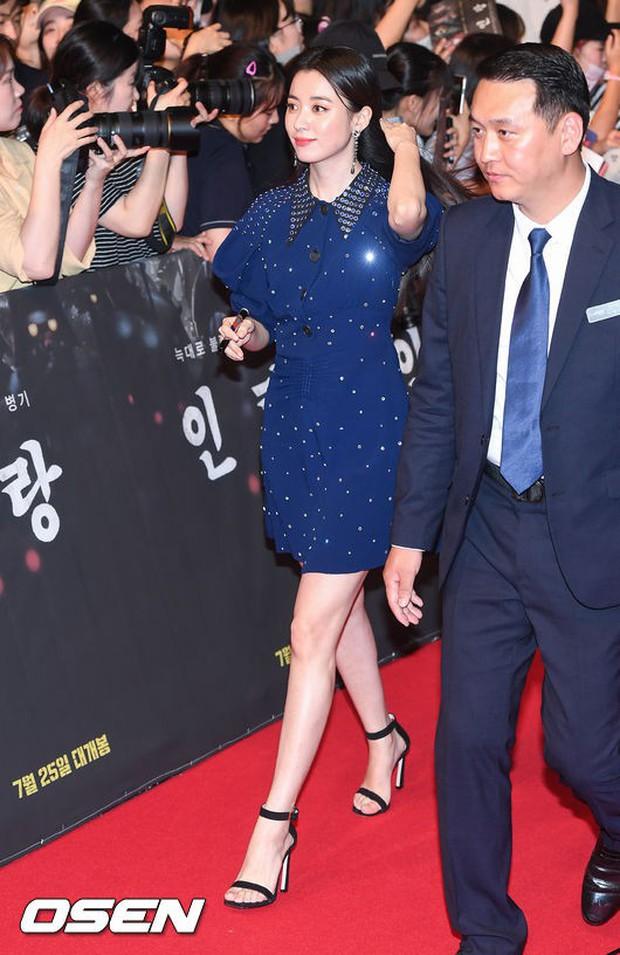 Thảm đỏ hội tụ toàn siêu sao: Thánh sống và Han Hyo Joo lần đầu lộ diện sau tin hẹn hò, Minho đọ với dàn tài tử - Ảnh 6.