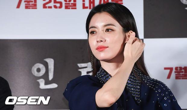 Thảm đỏ hội tụ toàn siêu sao: Thánh sống và Han Hyo Joo lần đầu lộ diện sau tin hẹn hò, Minho đọ với dàn tài tử - Ảnh 13.