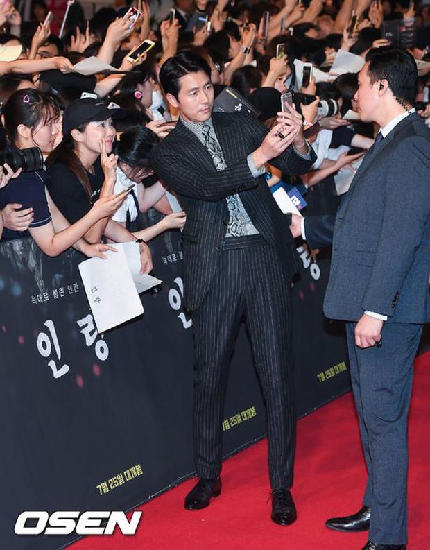 Thảm đỏ hội tụ toàn siêu sao: Thánh sống và Han Hyo Joo lần đầu lộ diện sau tin hẹn hò, Minho đọ với dàn tài tử - Ảnh 18.