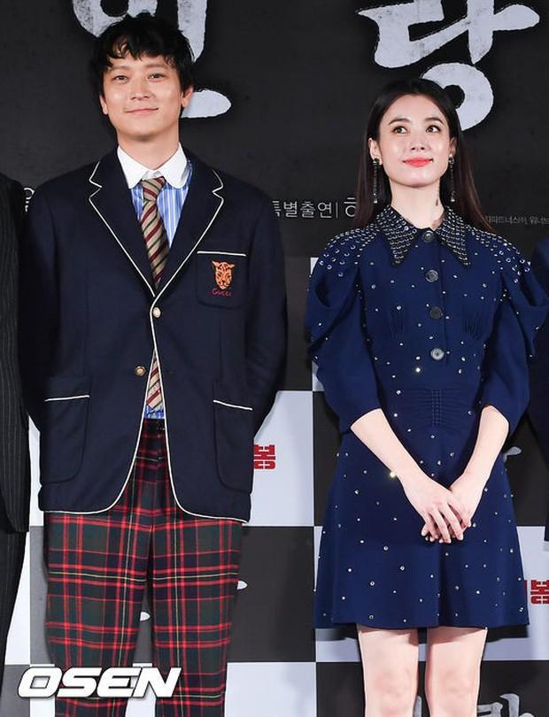 Sau tin đồn hẹn hò, thánh sống Kang Dong Won và Han Hyo Joo có biểu hiện gây sốt trong lần đầu lộ diện - Ảnh 4.
