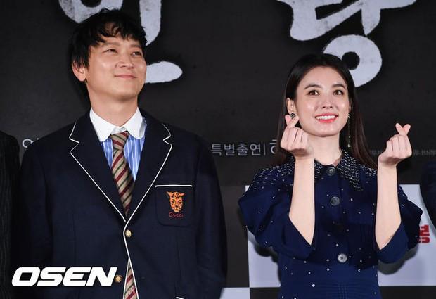 Sau tin đồn hẹn hò, thánh sống Kang Dong Won và Han Hyo Joo có biểu hiện gây sốt trong lần đầu lộ diện - Ảnh 8.