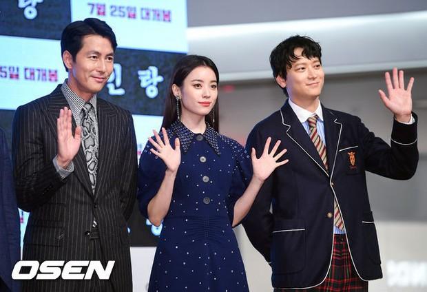 Sau tin đồn hẹn hò, thánh sống Kang Dong Won và Han Hyo Joo có biểu hiện gây sốt trong lần đầu lộ diện - Ảnh 1.