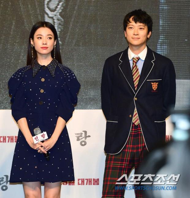 Sau tin đồn hẹn hò, thánh sống Kang Dong Won và Han Hyo Joo có biểu hiện gây sốt trong lần đầu lộ diện - Ảnh 3.