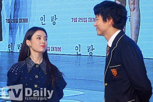Sau tin đồn hẹn hò, thánh sống Kang Dong Won và Han Hyo Joo có biểu hiện gây sốt trong lần đầu lộ diện - Ảnh 9.