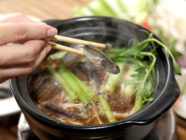 Tầm này Sài Gòn trời mưa lạnh, lại nhung nhớ mấy món ăn đậm đà từ mắm của người miền Tây - Ảnh 4.
