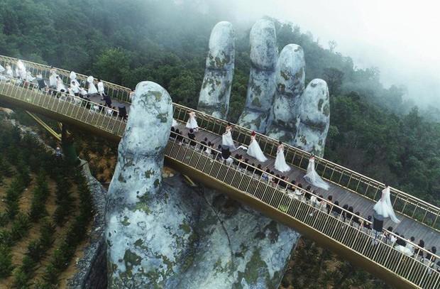 Cầu Vàng với hai bàn tay khổng lồ ở Đà Nẵng đang khiến dân tình sốt xình xịch vì đẹp đến choáng ngợp - Ảnh 2.