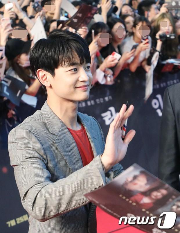 Thảm đỏ hội tụ toàn siêu sao: Thánh sống và Han Hyo Joo lần đầu lộ diện sau tin hẹn hò, Minho đọ với dàn tài tử - Ảnh 22.