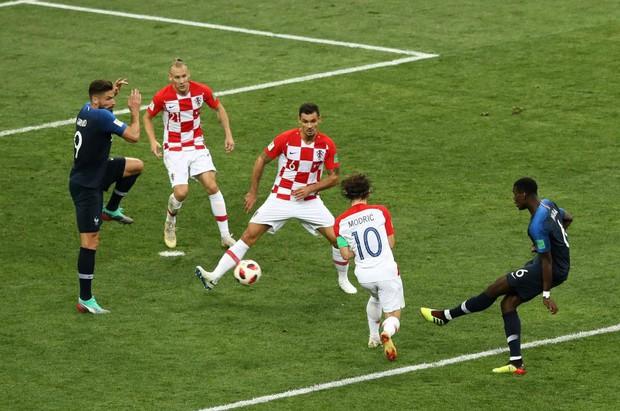 FIFA gạch tên Pogba, đưa cầu thủ chơi tại Trung Quốc vào đội hình tiêu biểu World Cup? - Ảnh 2.