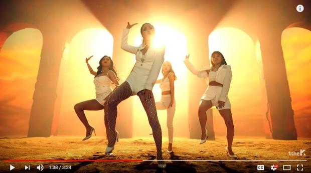 Vừa mang giày cao gót quyến rũ, 1s sau MAMAMOO bị fan phát hiện mang... dép lê nhảy trong MV mới - Ảnh 1.