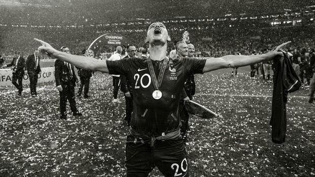 Messi, Ronaldo, Neymar, Mbappe, Pogba trong ảnh đen trắng khó quên ở World Cup - Ảnh 15.