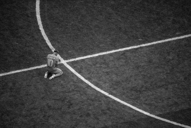 Messi, Ronaldo, Neymar, Mbappe, Pogba trong ảnh đen trắng khó quên ở World Cup - Ảnh 4.