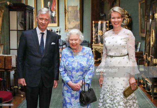 Đón tiếp Tổng thống Donald Trump, Nữ hoàng Anh đã chọn những món trang sức cài áo có ý nghĩa vô cùng đặc biệt - Ảnh 8.