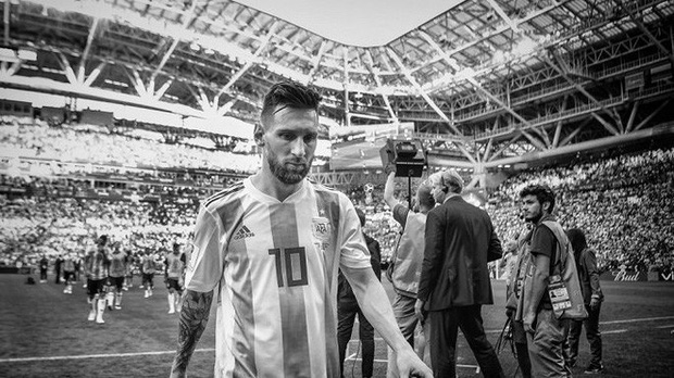 Messi, Ronaldo, Neymar, Mbappe, Pogba trong ảnh đen trắng khó quên ở World Cup - Ảnh 10.