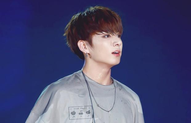Jungkook (BTS) - Mỹ nam Hàn hiếm hoi từng vô tình khiến 2 sản phẩm son dưỡng bình dân sốt sình sịch - Ảnh 3.
