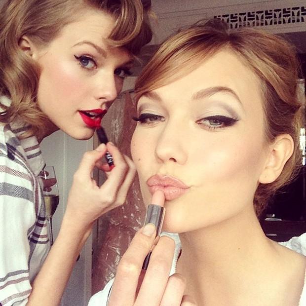 Ngắm street style mới nhất của Taylor Swift sẽ thấy: dù ăn mặc đơn giản, con gái chỉ cần tô son đỏ là sẽ khí chất tuyệt đối - Ảnh 8.