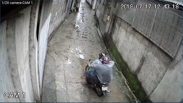 Hà Nội: Cư dân mạng truy tìm thanh niên mặc áo GrabBike chở bạn đi trộm chó nhiều lần - Ảnh 4.