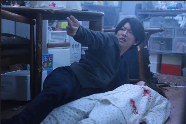 Sắm vai ác, trai đẹp Sato Takeru bùng nổ diễn xuất, lấn lướt Bác Già Siêu Nhân trong live-action Inuyashiki - Ảnh 4.